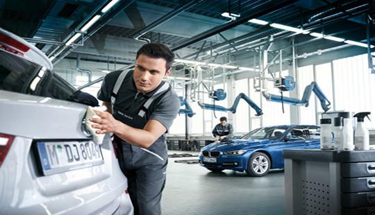 Chương trình tri ân khách hàng cuối năm của BMW và MINI