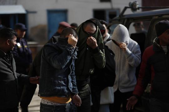 Tin vắn thế giới ngày 25/12: 122 người Trung Quốc bị bắt vì gian lận ngân hàng
