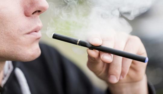 Mỹ cấm thanh niên dưới 21 tuổi mua thuốc lá