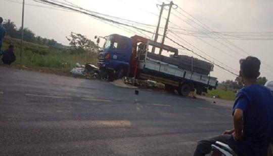 Bị xe tải cẩu tông trúng, 2 nữ sinh thiệt mạng