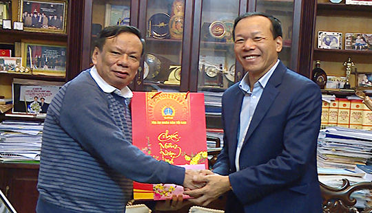 Phó Chánh án TANDTC Nguyễn Trí Tuệ chúc Tết gia đình các nguyên lãnh đạo TANDTC