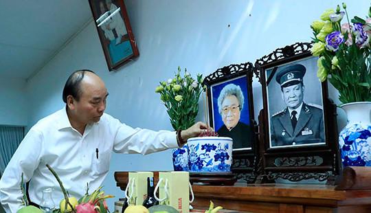 Thủ tướng dâng hương, tưởng nhớ các nguyên lãnh đạo Đảng, Nhà nước, Chính phủ