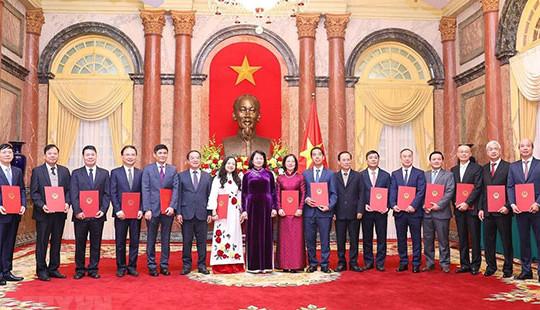 Phong hàm và thăng hàm Đại sứ cho 14 cán bộ ngoại giao