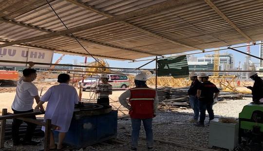 Giàn giáo công trình bất ngờ đổ sập, 5 người thương vong