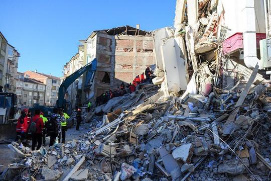 Động đất ở Thổ Nhĩ Kỳ: 29 người chết và bị thương, 1.066 nhà bị sập