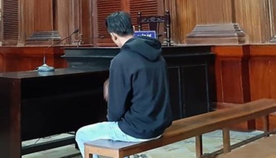 Ngồi tù vì đăng ảnh bạn gái bán nude quỳ xin lỗi