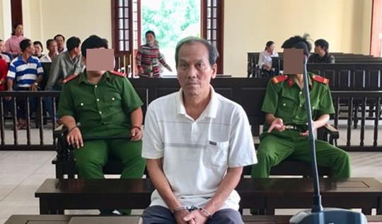 Ông lão hiếp dâm cháu gái 6 tuổi lĩnh 20 năm tù
