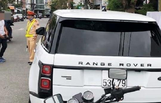 Xử lý tài xế chạy Range Rover mang biển số giả