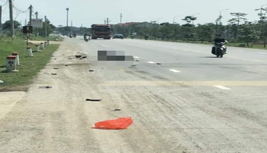 Bị xe tải cán, hai mẹ con tử vong trên đường về quê