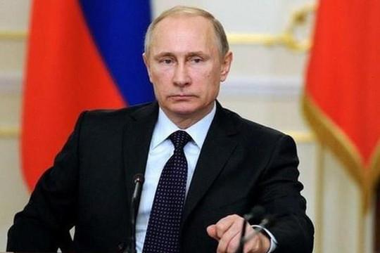 Tổng thống Vladimir Putin ký dự luật sửa đổi Hiến pháp