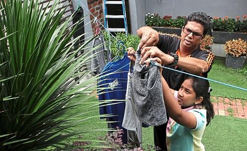 Tận dụng thời gian ở nhà để dạy con kỹ năng sống