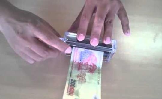 Thợ in thiệp cưới chuyển sang in tiền giả