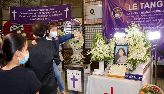 Xót xa cảnh con gái Mai Phương không khóc vì nghĩ mẹ đã lên thiên đường