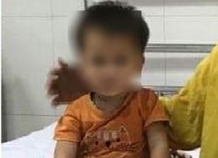 Bé gái 2 tuổi suýt mất mạng do uống nhầm thuốc diệt chuột