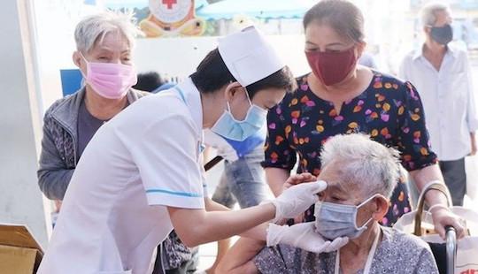 TP.HCM cử bác sĩ khám bệnh tại nhà cho người trên 60 tuổi