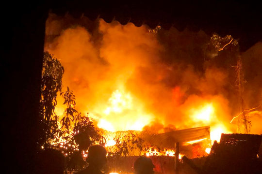 Quảng Ngãi: Cháy lớn tại khu làng nghề Tịnh Ân Tây