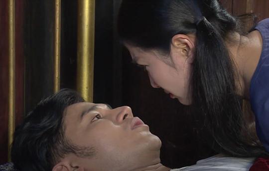 Luật trời: Ngọc Bích ngại ngùng xuýt hôn cậu chủ