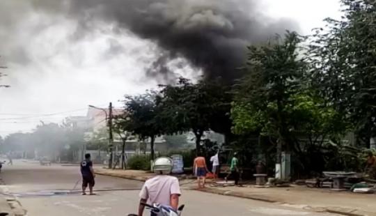 Cửa hàng thiết bị điện cháy ngùn ngụt, thiệt hại 400 triệu đồng