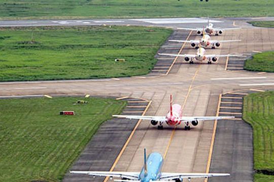 Bộ GTVT kiến nghị nâng cấp đường bay sân bay Nội Bài và Tân Sơn Nhất