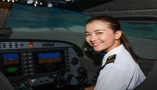 Nhan sắc quyến rũ của nữ diễn viên Việt quyết tâm 'bẻ lái' làm phi công hãng hàng không Bamboo Airways