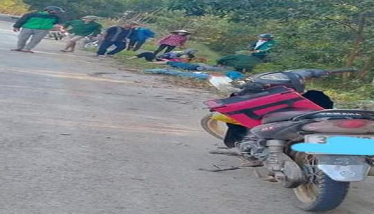 Xe máy chở 4 đâm vào cột mốc khiến hai nữ sinh tử vong