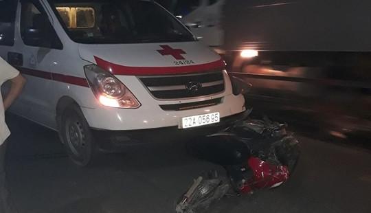 Tông trực diện xe cứu thương, nam thanh niên tử vong tại chỗ