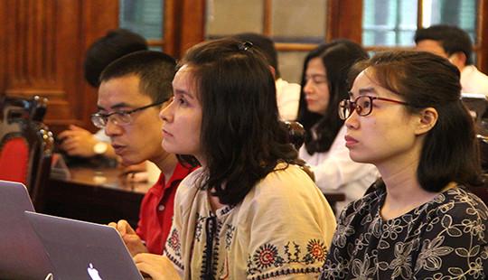 Hình ảnh phóng viên tác nghiệp tại phiên tòa giám đốc thẩm vụ án Hồ Duy Hải