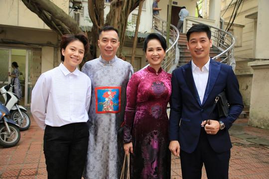 'Mẹ chồng' Lan Hương diện áo dài chục nghìn đô của NTK Đỗ Trịnh Hoài Nam