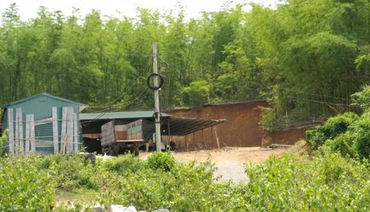 Xưởng sản xuất đũa gây ô nhiễm môi trường ở bản Păng