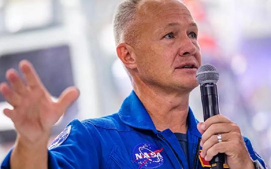 Các phi hành gia của NASA đến Florida một tuần trước chuyến bay của SpaceX