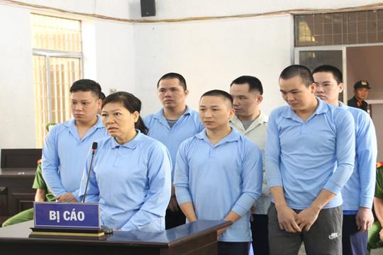 Phiên tòa thấm đẫm nước mắt hối lỗi của 8 bị cáo