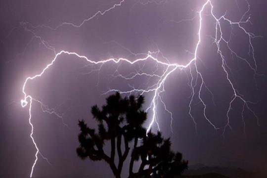 Cần Thơ: Mưa dông gây hư hại hàng trăm căn nhà, 2 người tử vong do sét đánh