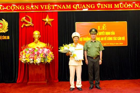 Giám đốc Công an tỉnh Hòa Bình nhận quyết định làm Phó Chánh Thanh tra Bộ Công an