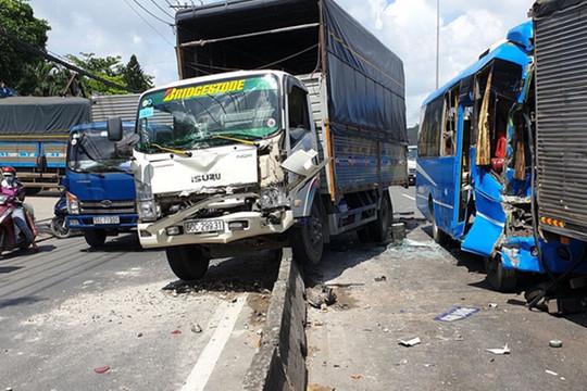 6 xe ô tô tông liên hoàn trên Quốc lộ 1, nhiều người bị thương