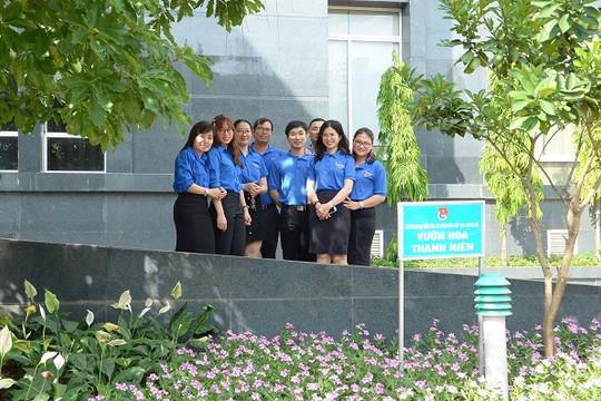 Vườn hoa thanh niên chào mừng Đại hội Đảng bộ lần II của TAND cấp cao tại Hà Nội
