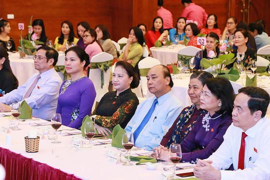 Thủ tướng Chính phủ và Chủ tịch Quốc hội dự buổi gặp mặt nữ đại biểu Quốc hội