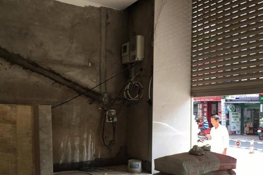 Bảo trì cửa cuốn, người đàn ông bị điện giật tử vong