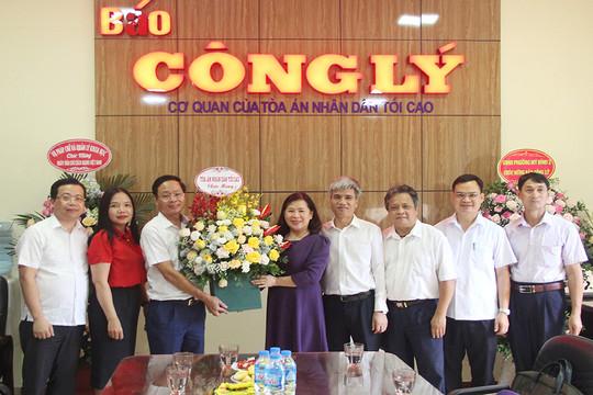 Phó Chánh án TANDTC Nguyễn Thúy Hiền chúc mừng Báo Công lý nhân ngày Báo chí Cách mạng Việt Nam