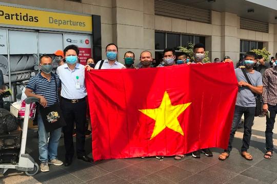 Vietnam Airlines đưa 309 công dân Việt Nam từ Angola về nước an toàn