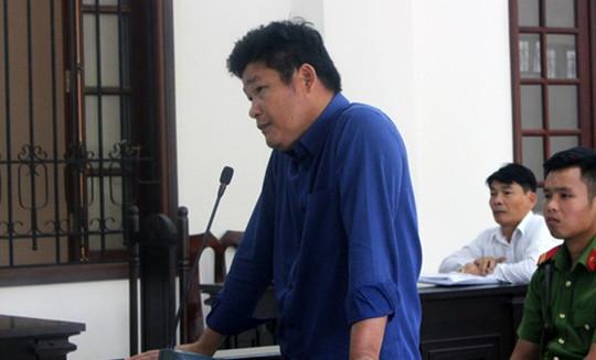 Giám đốc gọi giang hồ chặn xe công an lĩnh thêm 3 năm tù vì trốn thuế
