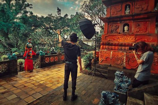 Cuốn Photographer ấn tượng với BST Áo dài Di sản Việt của NTK Đỗ Trịnh Hoài Nam