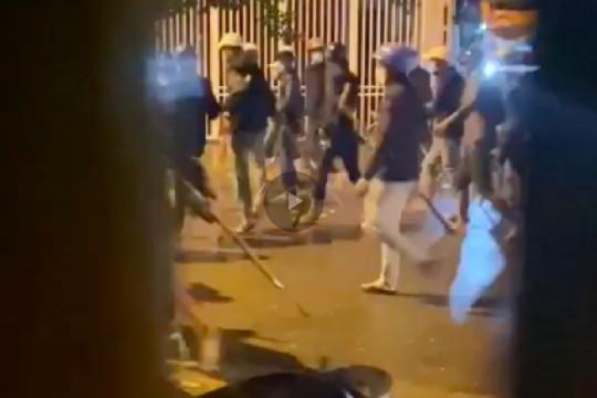 Hàng chục thanh niên mang theo vũ khí, bom xăng hỗn chiến kinh hoàng