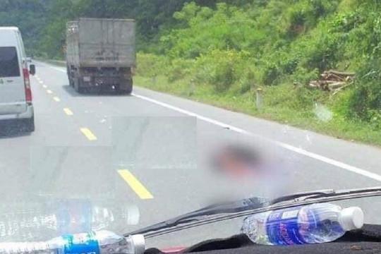 Bị xe tải chèn qua người sau va chạm, nam thanh niên tử vong tại chỗ
