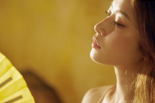 """Chi Pu tung teaser """"nóng"""" khoe khung hình cận cảnh đường cong"""