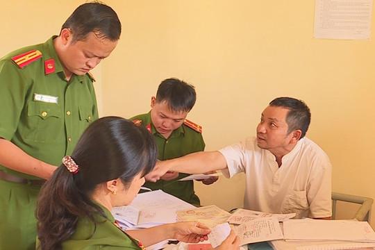 Khởi tố, bắt tạm giam Thanh tra Sở Nội vụ nhận hối lộ