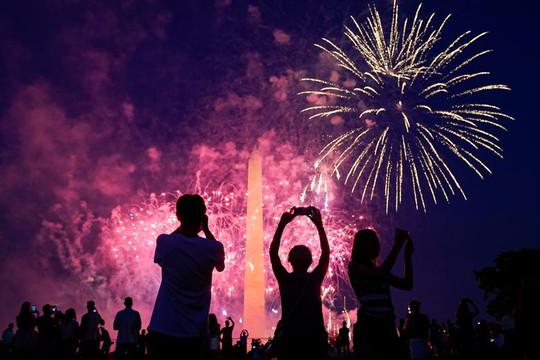 Mỹ tổ chức kỷ niệm Quốc khánh rầm rộ trong bối cảnh đại dịch, biểu tình khắp nơi