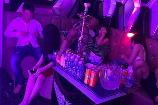Phát hiện hàng chục nam, nữ dướng tính với ma túy trong quán karaoke