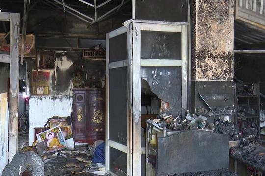 Điều tra nghi án phóng hỏa đốt nhà khiến 3 người bỏng nặng