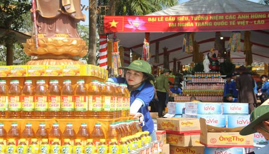 Nghệ An: Hàng trăm tình nguyện viên chung tay chuẩn bị cho đại lễ cầu siêu nhân dịp 27/7