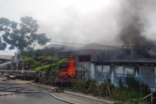Cháy xưởng phun sơn đồ gỗ, 2 người thương vong